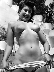 Some fifties pinups showing their perfect natural bodies
