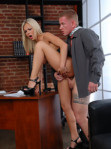 Horny Bree Olson blows office staff