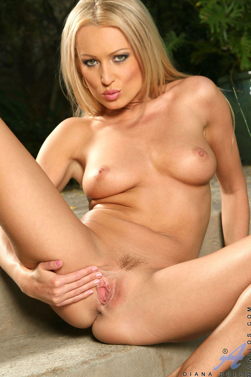 Sizzling Hot Blonde Anilos Cougar Spreads Her Pussy Lips -1318