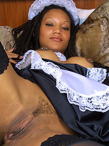 Black maid jamming vibrator up her hairy box