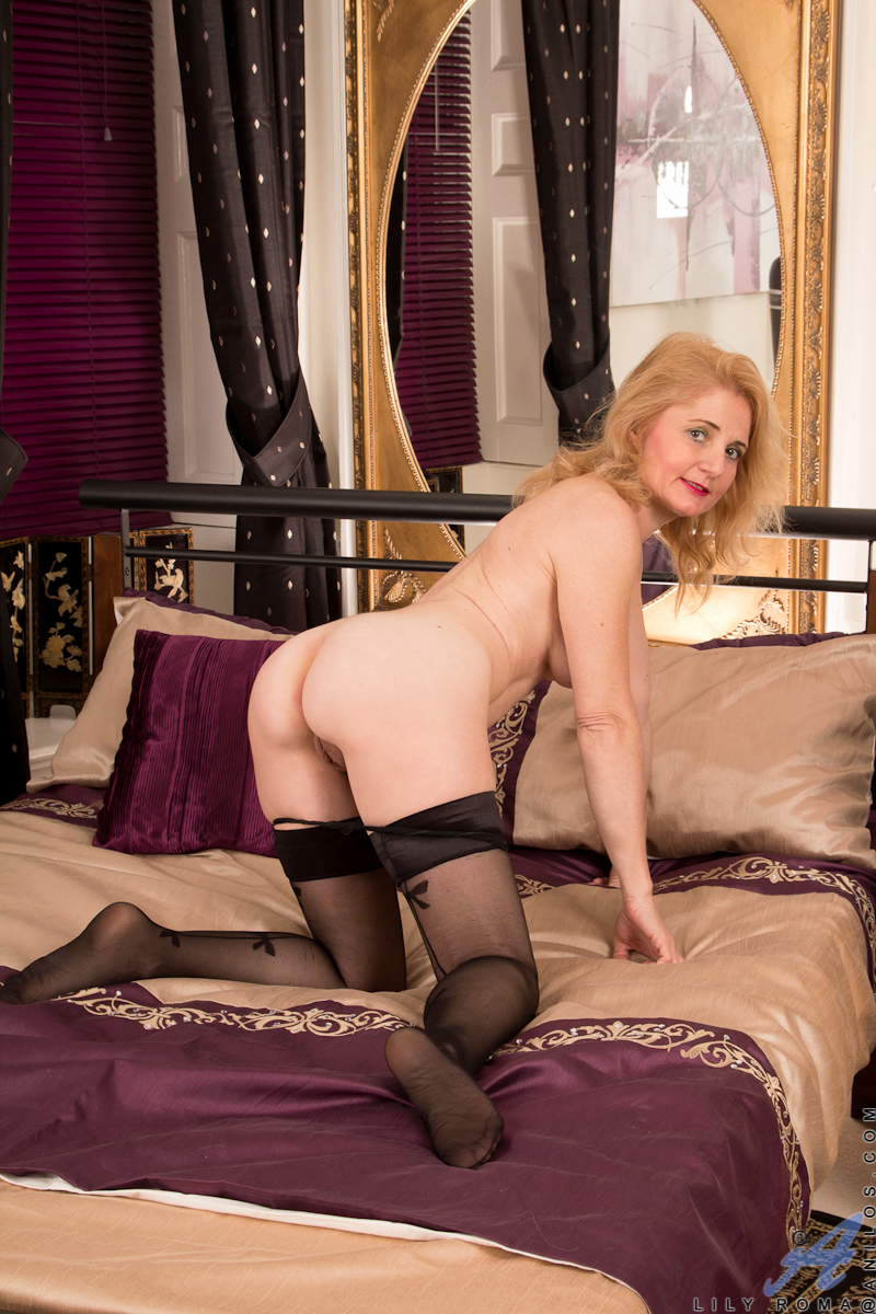 ... Mature housewife strips down to her stockings to masturbate ...