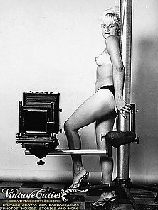 Extremely Rare Vintage Shots Of Naked Women