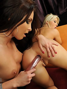Anal angels Kissy and Kitty Cat are anal dildoing