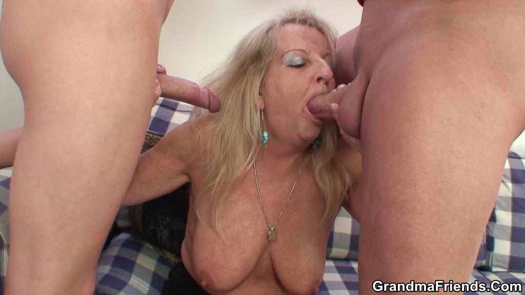 Mature bigt tits fucks two guys
