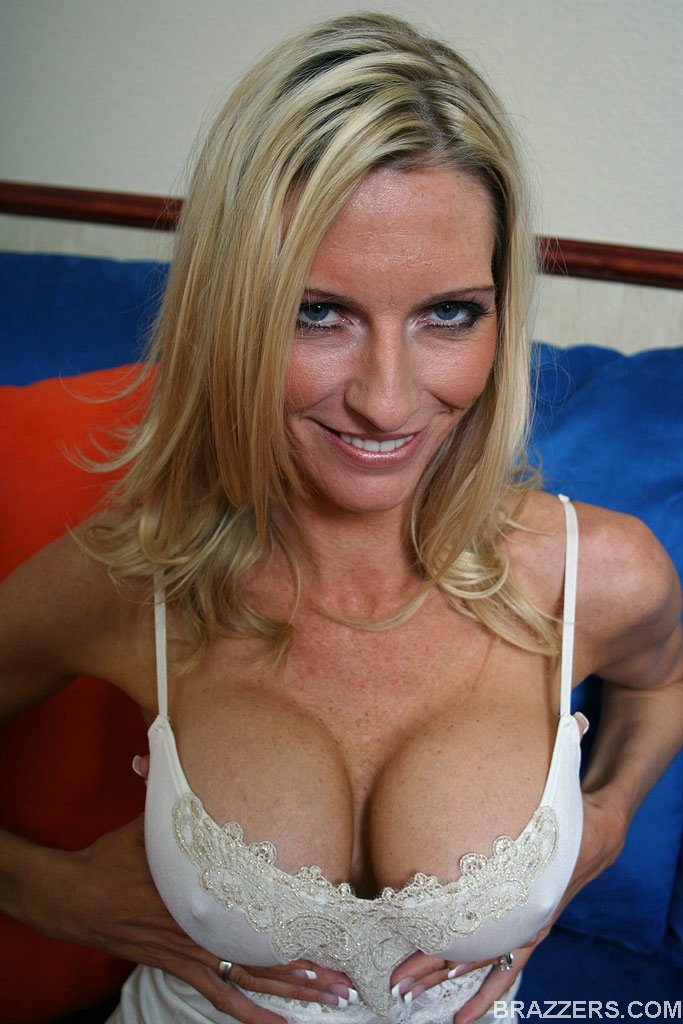 Cock picture woman milf sucking beautiful