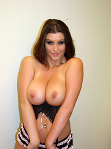 Sara strips to show her huge natural breasts