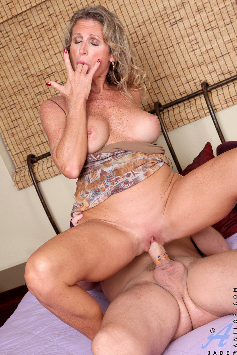 Mature milf gets huge load
