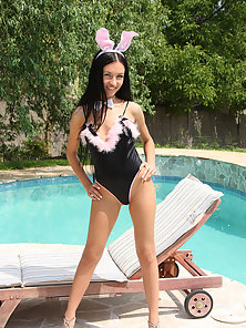 Beautiful teen bunny naked at a pool masturbating pictures