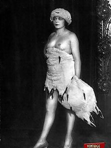 Real naked vintage chicks wearing some weird hats pictures