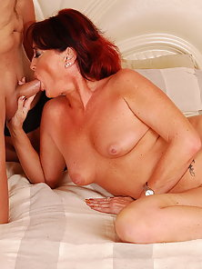Hairless mom let her nice ass fucked n get facial