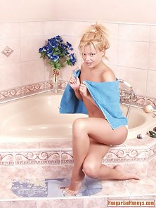 Blond gets wet and soapy in bathtub