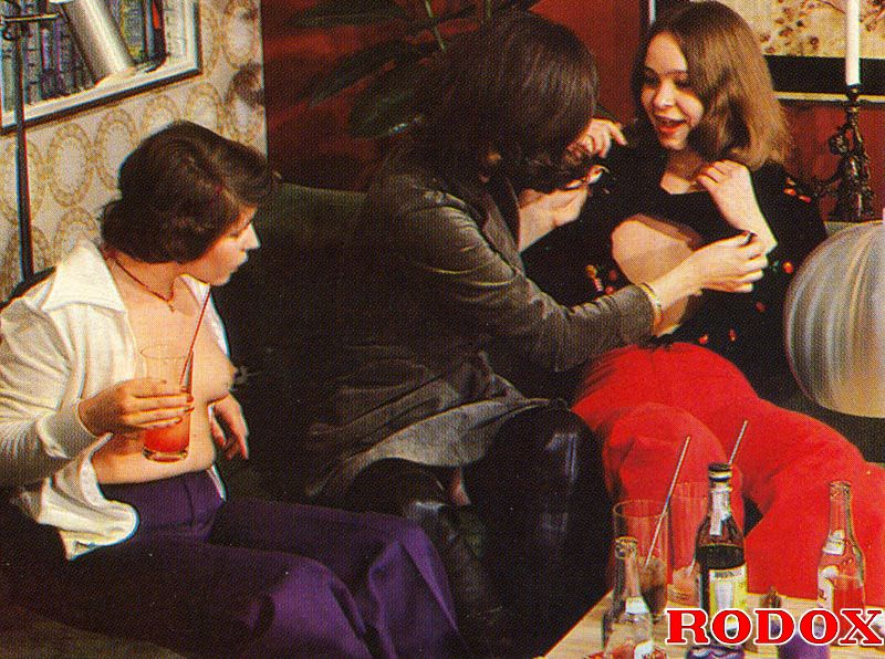 ... Three hairy seventies lesbian ladies love to fuck eachother ...