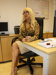 Pretty milf jerking a solid cock