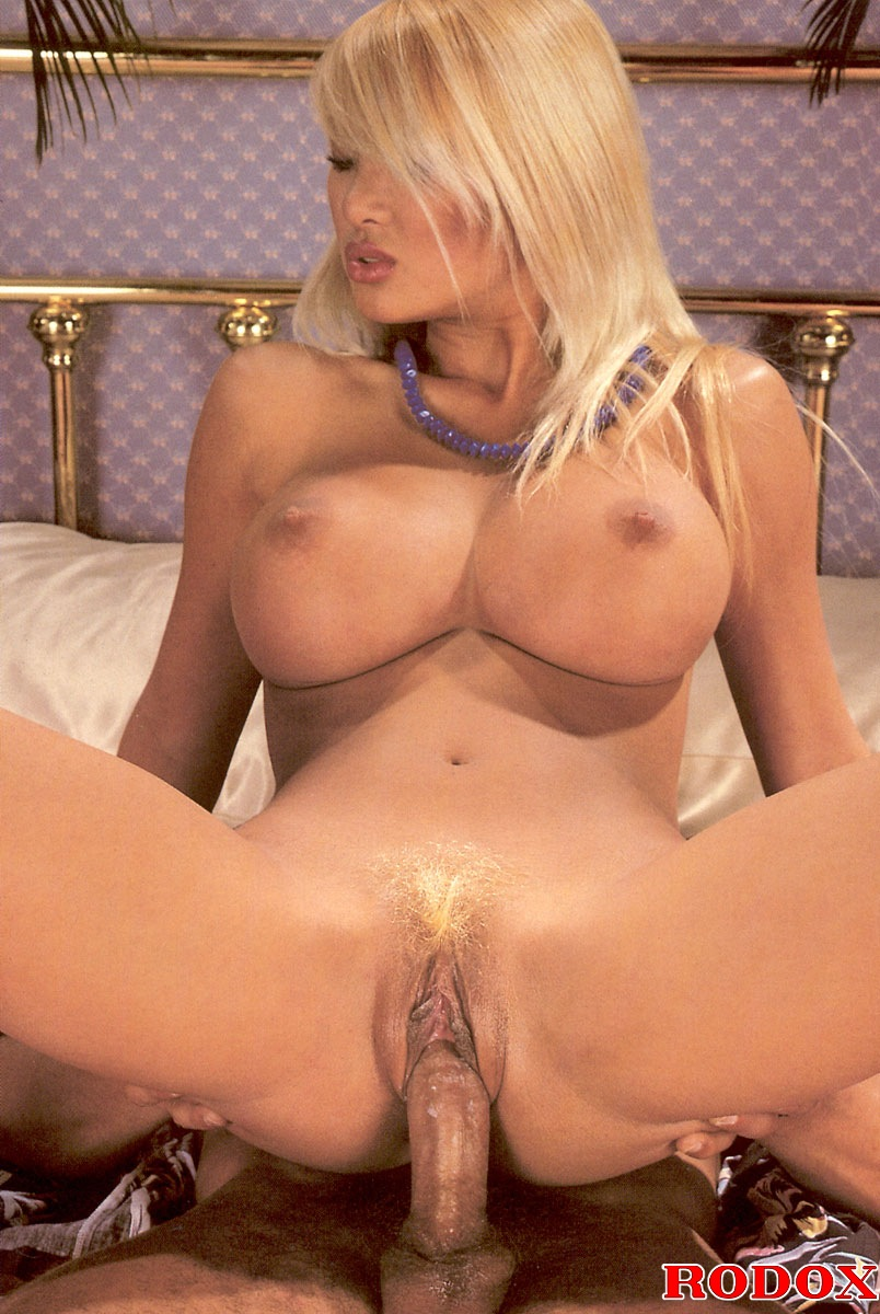 A Retro Blonde Chick With Huge Tits Banged Hardcore At -3223