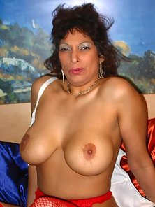 Heavyweight grandma showing off huge tits