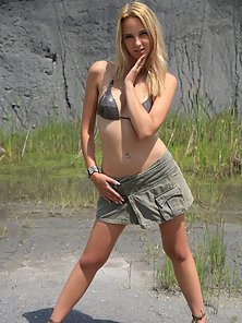 Sexy blonde teen reveals her gorgeous trimmed pussy and tits outdoors