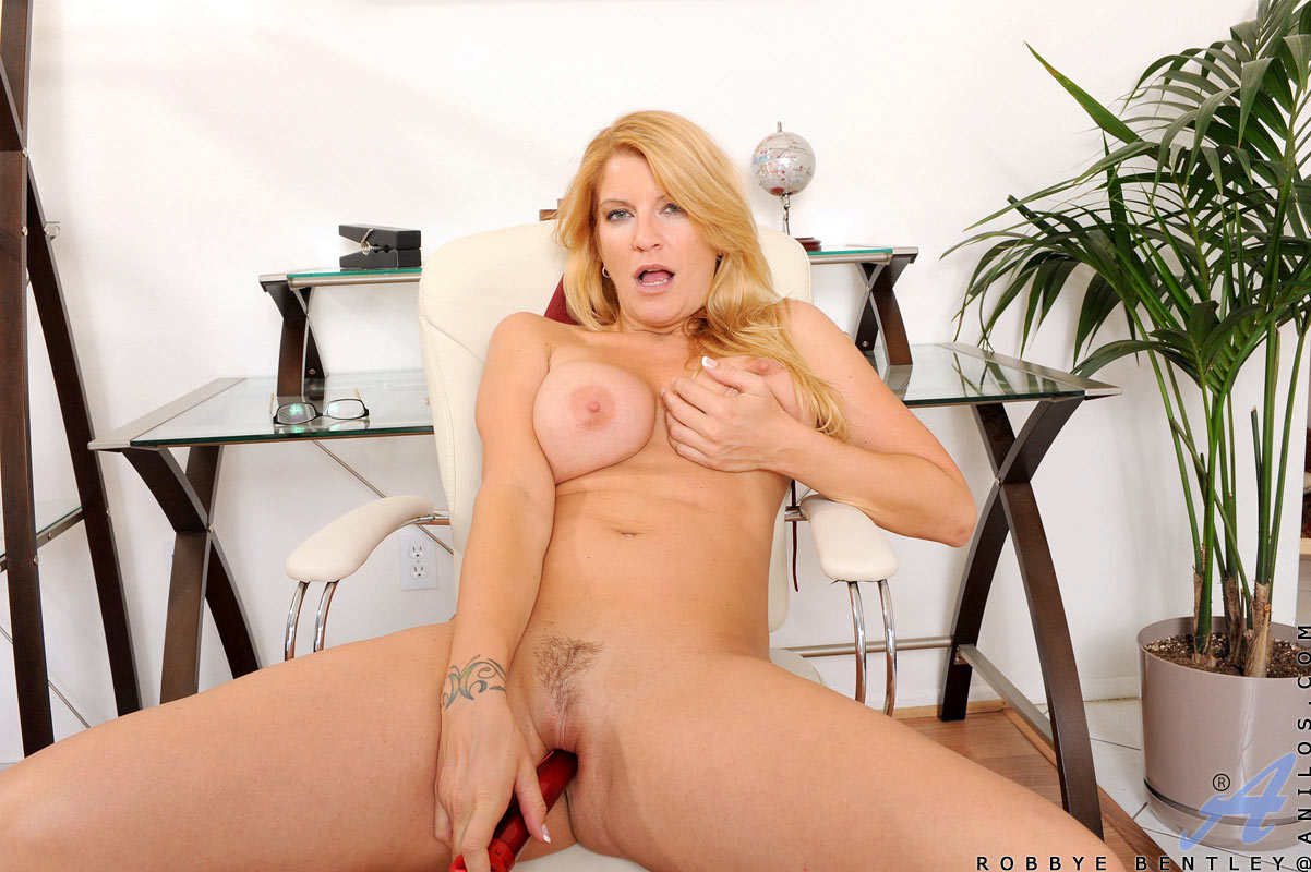 Pussy hot nude mature blonde