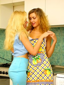 Mary stretchs her girl friends pussy wide with large dildo