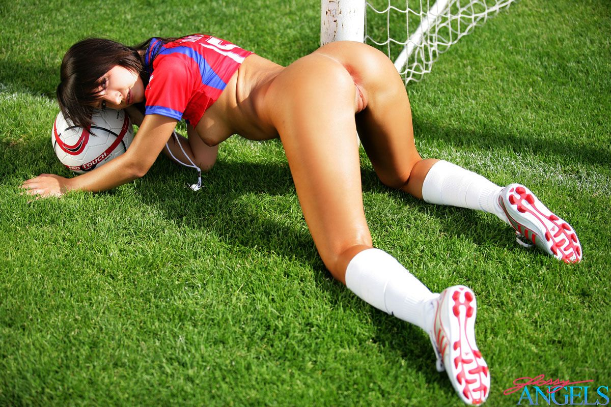 boobs-webcam-naked-girl-play-football-video