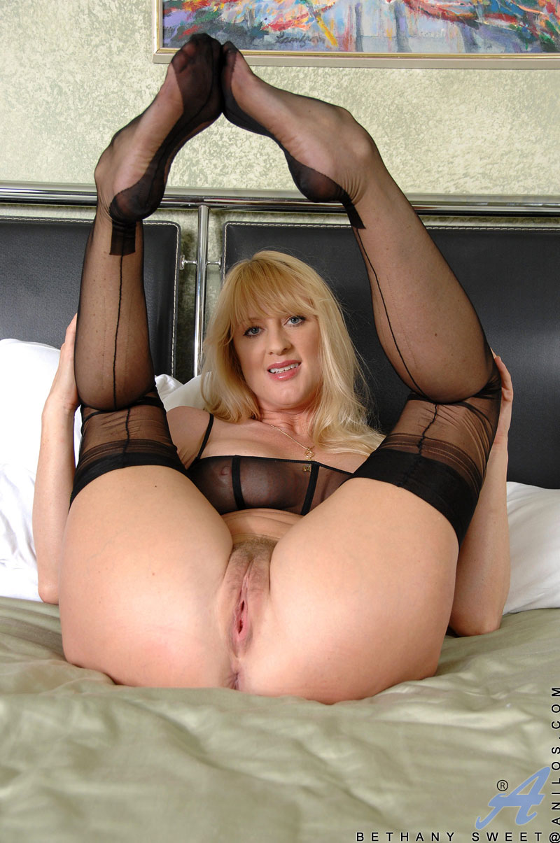 Old cougar pussy