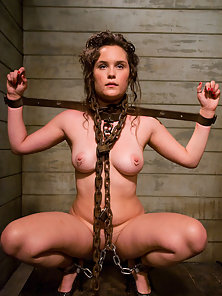 Slave girl wannabe learns the ropes
