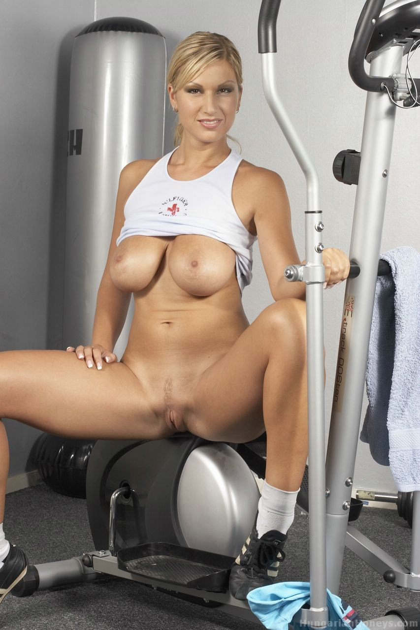 Sexy Nude Girl In Gym