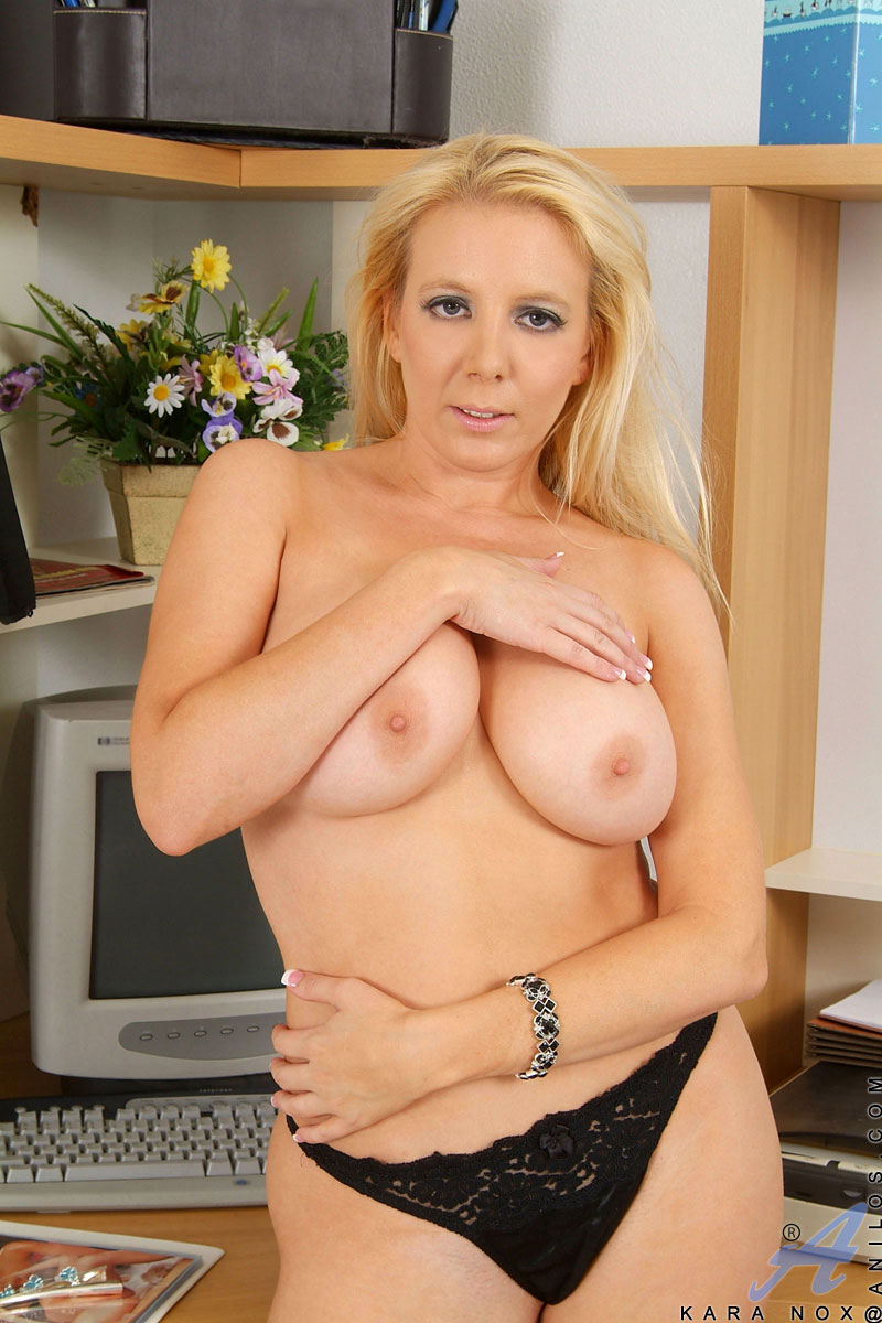 Tempting Milf Cougar Secretary Seductively Shows Her Naked -9708