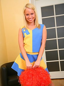 Playful cheerleader Ania gets licked her juicy pink pussy on sofa