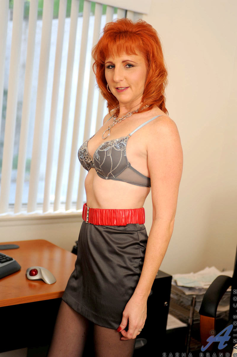 Have hot redhead dildo woman