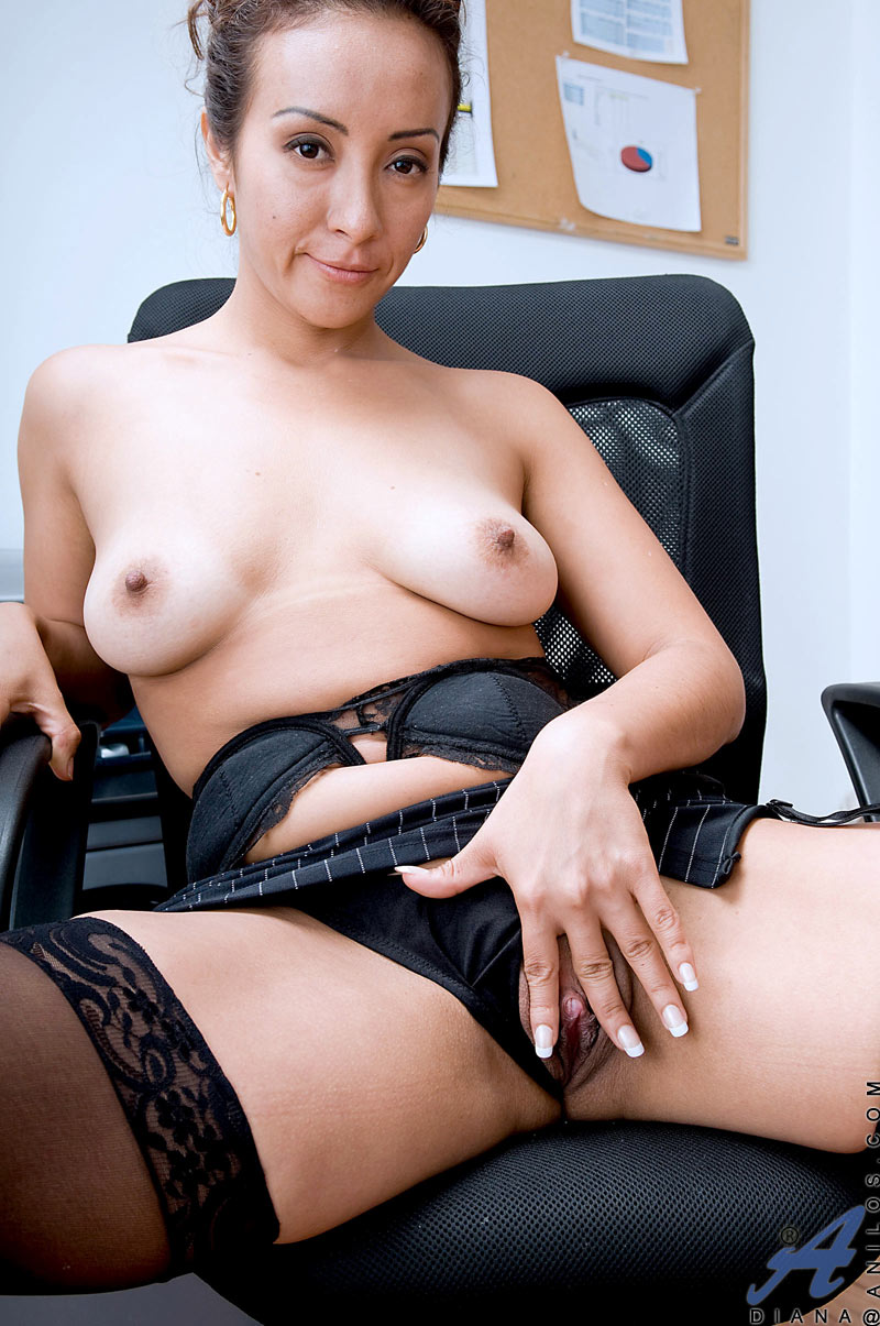 Horny Mature Cougar Diana Gives A Good Blowjob To A Lucky -8983
