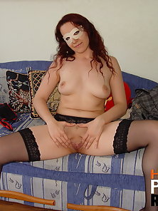 Splash n tinkle and then get cum all over her face
