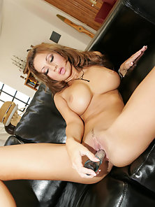 Busty pornstar Amy Reid totally naked on the couch and getting off with sextoys live