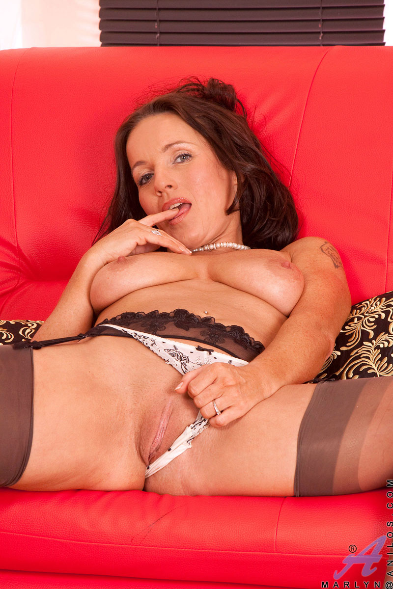 Horny Business Woman Marlyn Shows Off Her Luscious Tender -4770
