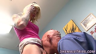 Tgirl gets hole pumped