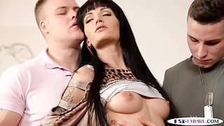 Bisexual stud cumsprayed while licking pussy